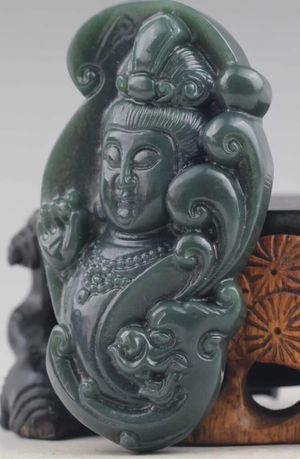 Jade handcarved Buddha Guanyin-Hetian Statue for Sale in Chicago, IL