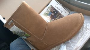 Hickory bear paw boots brand new never used for sale for Sale in Kissimmee, FL