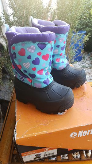 Toddler snow boots size 5 for Sale in Montclair, CA
