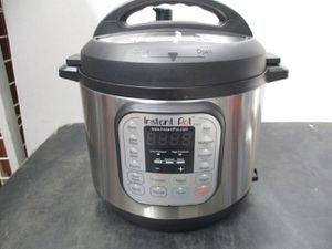 6qt 7-in-1 Instant pot multi use programmable pressure cooker for Sale in Clinton, UT