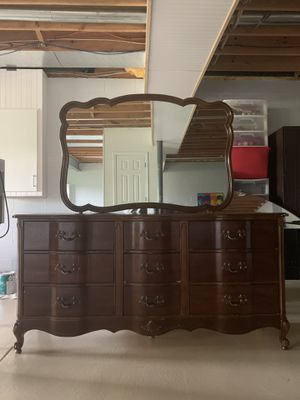 3 piece Victorian style Dresser Set for Sale in McDonald, PA