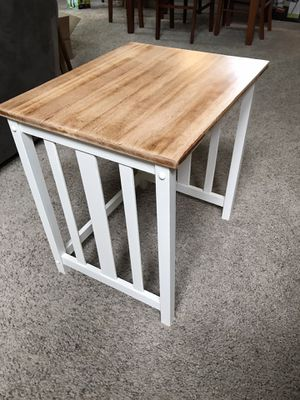 Cute end table for Sale in Fresno, CA