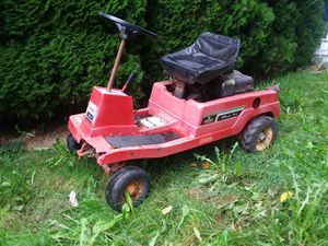 Lawn tractor by Craftsman 8 horse power for Sale in Burien, WA