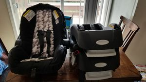 Evenflo embrace, comes with seat and 3 bases for Sale in Hoquiam, WA