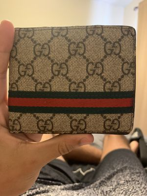 Gucci wallet for Sale in Mustang, OK