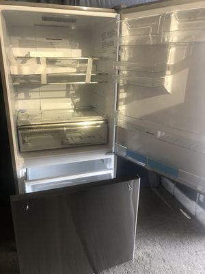 New whirlpool counter depth stainless steel refrigerator,free delivery for Sale in Sandy, UT