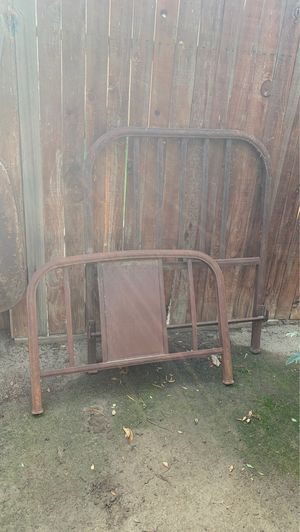 Bed frame for Sale in Bakersfield, CA