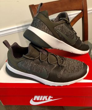 Like New Authentic Nike Shoes for women's, size 8.5 for Sale in Stone Mountain, GA
