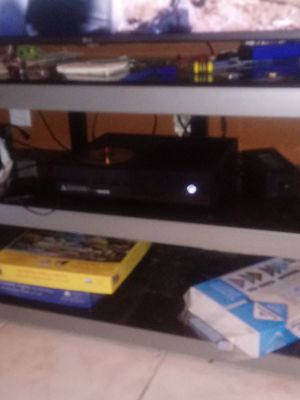 Xbox one with games and a headset for Sale in Kissimmee, FL
