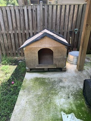 Free dog house for Sale in Upper Marlboro, MD
