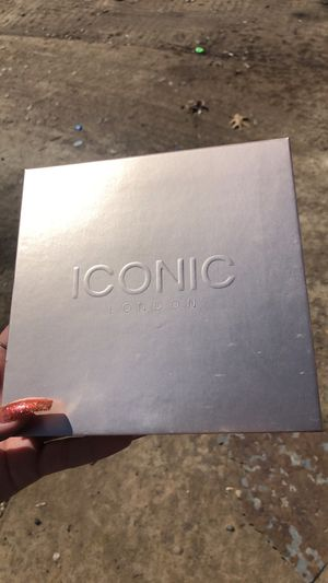 Iconic London palette for Sale in Fort Worth, TX