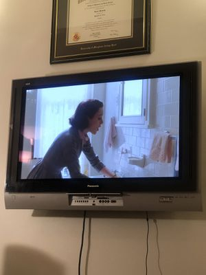 "42 in 42"" panasonic viera tv plasma tv with wall mount for Sale in New York, NY"