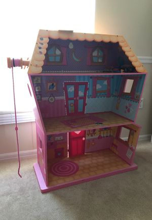 Lalaloopsy doll house 3 ft tall for Sale in Kissimmee, FL