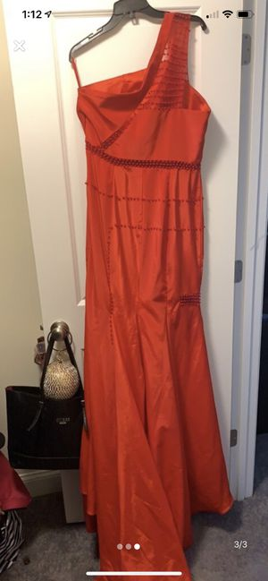 Like new prom dress for sale size 14/16 for Sale in White Plains, MD