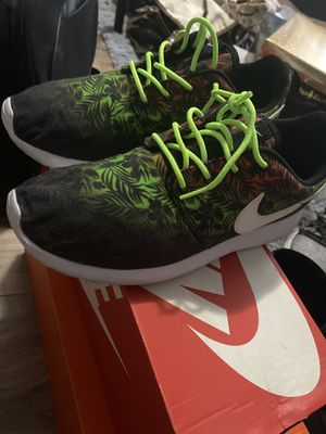 Roshe Nike run for Sale in Cleveland, OH