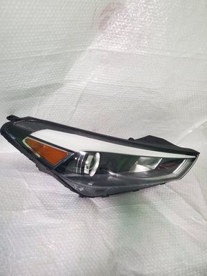 2015 to 2018 HYUNDAI TUCSON FRONT RIGHT SIDE HALOGEN HEADLIGHT OEM PART # J034H10 / 20170217092 / 92102 D3 Korea for Sale in Waukegan, IL