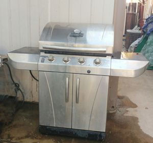 Gas BBQ grill works great in good condition for Sale in Hemet, CA