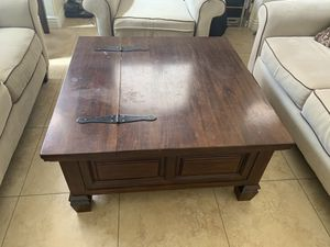 Solid cherry oak wood coffee table and end table… Very Sturdy… Coffee table has lift compartment for Sale in Las Vegas, NV