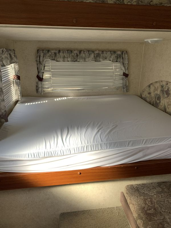 2005 Keystone RV Outback 25 RSS. Ample sleeping room for 6- 8 people .