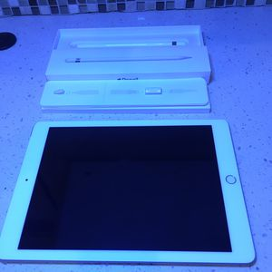 """Like-New 32GB Wifi/Cellular iPad 9.7"""" 6th Gen with Apple Pencil for Sale in Portland, OR"""