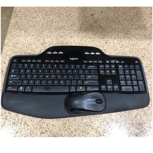 Logitech Desktop MK710 Wireless Keyboard & Mouse, Black for Sale in Land O Lakes, FL