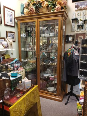 Beautiful glass and wood China cabinet for Sale in Boca Raton, FL