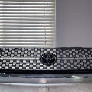 17 18 19 20 Toyota Tundra Grill OEM 2017 2018 2019 2020 for Sale in Norwalk, CA