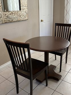 Two chairs and table for Sale in Las Vegas,  NV