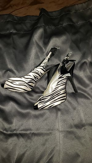 Zebra peep-toe heels, size 9 for Sale in Conway, AR