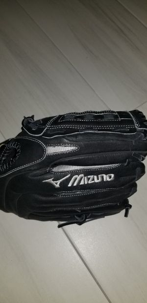 Mizuno left hand throw softball glove $25 for Sale in Pearland, TX