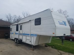 30 foot Plymouth prowler fifth wheel for Sale in Mooresville, IN