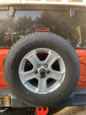 5 x Goodyear Wrangler All-Terrain Adventure tires with stock wheels. for Sale in Los Angeles, CA