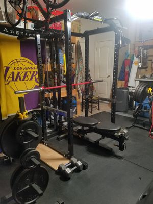 Pro Home gym power cage/rack with lat pulldown for Sale in Leander, TX