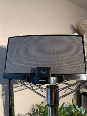Bose sound dock Series 1 with Bluetooth and carrying case included for Sale in Denver, CO