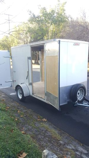 2017 PACE ENCLOSED TRAILER PERFECT CONDITION WITH BACK AND SIDE DOOR,HAS LED LIGHTS for Sale in Los Angeles, CA