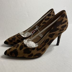 NWT Cheetah Heels Pumps Leopard Print for Sale in Mentor, OH
