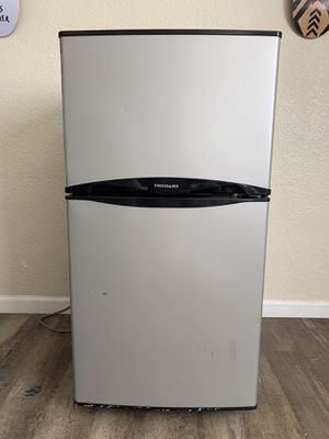 Frigidaire 4.5-cu ft. Mini Fridge with freezer compartment for Sale in San Diego, CA