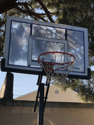Basketball hoop / adjustable 8-10ft / lifetime brand for Sale in Los Angeles, CA