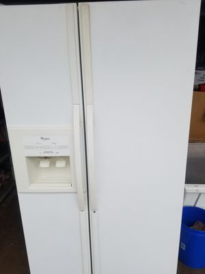Whirlpool Refridgerator. Works great! All the drawers. I will keep it plugged in until you arrive. Must go soon. for Sale in Scottsdale, AZ