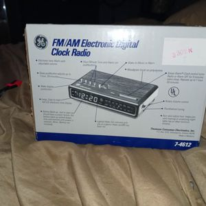 Vintage in Box Clock Radio for Sale in Manvel, TX