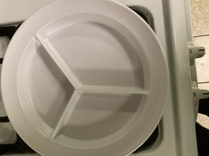 white melamine medium weight 3-compartment dinner plates for Sale in Aurora, IL