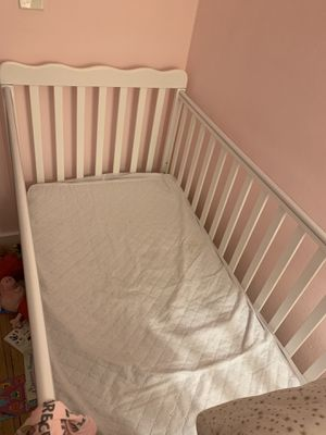 Baby crib (mattress included) for Sale in New York, NY