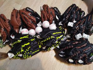 Baseball Gloves (lot) for Sale in Cleveland, OH