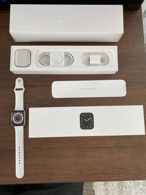 Apple watch series 5 44mm for Sale in Las Vegas, NV