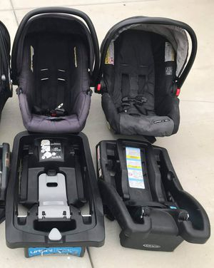 Baby car seat with base FIRM PRICE NO DELIVERY CASH OR TRADE FOR BABY FORMULA for Sale in Los Angeles, CA