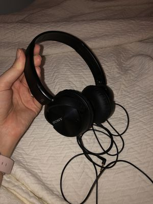 Sony Noise cancelling headphones with carrying case for Sale in Windermere, FL