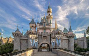 2 day park hopper tickets Disneyland for Sale in Los Angeles, CA