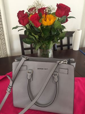 MICHAEL KORS PURSE 💕💲100 dlls for Sale in Los Angeles, CA