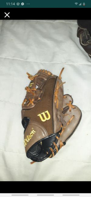 Wilson fusion baseball glove for Sale in Parma, OH