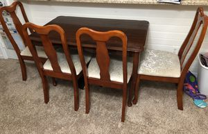 Modern shinning dining table with 4 cushion chairs for Sale in Morrisville, NC